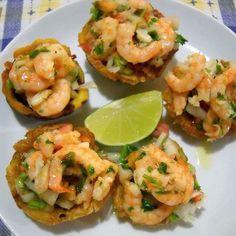 TOSTONES RELLENOS DE CAMARÓN Lunch Recipes, Seafood Recipes, Mexican Food Recipes, Salad Recipes, Dinner Recipes, Cooking Recipes, Ethnic Recipes, Easy Delicious Recipes, Healthy Recipes