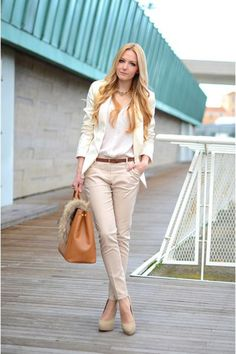 My stylish looks - pantalones beige, moda casual en pantalon caqui. Simple Work Outfits, Classy Outfits, Beautiful Outfits, Casual Outfits, Outfit Work, Outfit Ideas, Work Attire, Blazer Outfits, Sexy Outfits