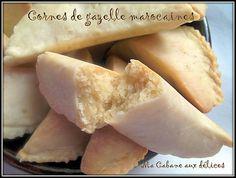 Cornes de gazelle :-d Cookie Desserts, Easy Desserts, Cookie Recipes, Dessert Recipes, Moroccan Pastries, Bread Cake, Biscuit Cookies, Almond Cakes, Pastry Recipes