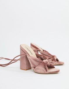 Browse online for the newest Boohoo velvet block heels in dusky pink styles. Sock Shoes, Cute Shoes, Shoes Heels Boots, Me Too Shoes, Heeled Boots, Suede Sandals, Velvet Block Heels, Pink Velvet Heels, Bridal Heels