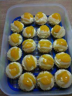 POTŘEBNÉ PŘÍSADY:  210 g hladké mouky 70 g moučkového cukru  140 g hery  2 žloutky  1 vanilkový cukr   Náplň:  2 vanilkové pudinky  500 ml mléka  120  ...