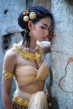 Traditional Fashion, Traditional Outfits, Tb Joshua, Glamour World, Snake Girl, Beautiful Blonde Girl, Perfect Woman, Photography Women, Asian Beauty
