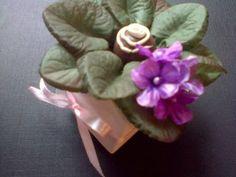 Forminhas para doces finosObra de Arte: Linda forminha vasinho de violetas