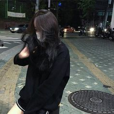 girl, black, and asian image Ulzzang Korean Girl, Cute Korean Girl, Ulzzang Couple, Girl Korea, Asia Girl, Korean Aesthetic, Aesthetic Girl, Aesthetic Grunge, Ulzzang Girl Fashion