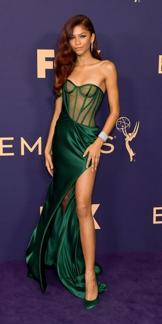 Zendaya continued her streak of winning red-carpet outfits in a custom Vera Wang gown with coordinating Brian Atwood heels and Cartier jewelry. Zendaya Dress, Zendaya Outfits, Zendaya Style, Zendaya Fashion, Red Carpet Dresses, Ball Dresses, Nice Dresses, Pastel Outfit, Fashion Photo
