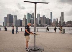 New York instala cargadores solares para poder cargar el celular en espacios…