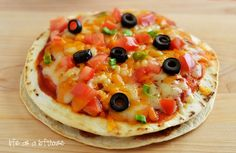 Mexican Pizzas start with seasoned ground beef, beans, cheese and enchilada sauce stuffed between two golden flour tortillas. They are a delicious twist on traditional pizza! The first time I ate a Mexican Pizza was at Bbq Chicken Pizza, Taco Pizza, Buffalo Chicken Pizza, Pesto Pizza, Tortilla Pizza, Pizza Food, Pizza 101, Taco Food, Chicken Quesadillas