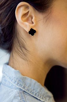Love these quatrefoil style earrings with the black onyx