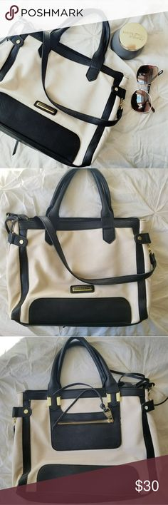 1 day closet clear out! Steve Madden bag Black and cream Steve Madden handbag. Excellent used condition with normal wear and tear. I tried to photograph any flaws I may have noticed. Otherwise very clean. Only used for a short period. Smoke free home. Steve Madden Bags Totes