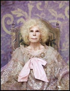 María Rosario Cayetana Fitz-James Stuart y de Silva (Madrid 26 marzo 1926-Sevilla 20 nov 2014) Duquesa de Alba, 46 títulos nobiliarios y 20 veces Grande de España.