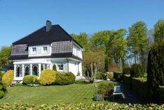 Traumhafte Villa umringt von einem gigantischem Grundstück mitten in der Natur Villa, Mansions, House Styles, Home Decor, Condominium, Nature, Decoration Home, Room Decor, Fancy Houses