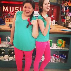 Photos: Twin Day On The Set Of Austin and ally Disney Channel Shows, Disney Shows, Twin Day, Raini Rodriguez, Laura Marano, Austin And Ally, Girl Meets World, Best Friends Forever, Celebrity Look