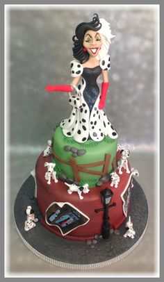 101 ‪#‎Dalmatian‬ themed cake. Hand modeled from sugar. The real ‪#‎Cruella‬ De Vil isn't quite as sweet.