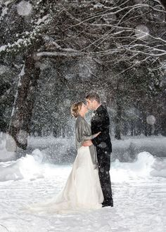 Couples who got married even in harsh weather conditions.