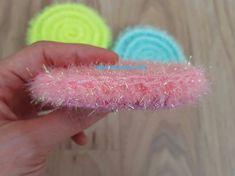 새로운 수세미에 대해 늘 고민하던 야코는 한겹도 아니고 두겹도 아닌....호빵수세미는 더더욱 아닌 새로운... Crochet Scrubbies, Knit Crochet, Creative Bubble, Doilies, Bubbles, Crochet Patterns, Diy Crafts, Knitting, Floral