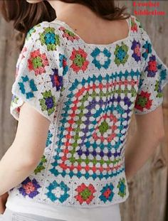 New knitting patterns free sweater women cardigans fashion outfits 32 ideas Crochet Coat, Crochet Cardigan, Crochet Shawl, Crochet Clothes, Moda Crochet, Hippie Crochet, Crochet Squares, Granny Squares, Crochet Fashion