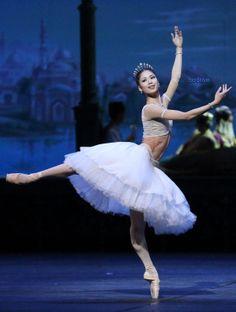 Shoko Nakamura.Staatsballett Berlin's China Tour (LX Fanfare LX, Kazimir's Colours, La Peri) | Dance. Passion. Life.