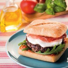 Italian Mozzarella-Coppa Burger Recipe: The Easy Recipe - Italian Snacks, Italian Recipes, Mozzarella, Chocolate Gelato Recipe, Crepes, Burger Co, How To Cook Burgers, Snack Recipes, Picnic