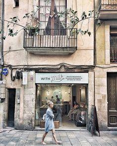 ~ Nice Walk ~ El Born, Barcelona 🔹Foto via @mglenriquez ❤ Visita su galería! #thebarcelonist #bcn #barcelona #nuestrabcn #bcnexploradores… Barcelona Spain, Instagram, Projects, Pictures, Log Projects, Barcelona
