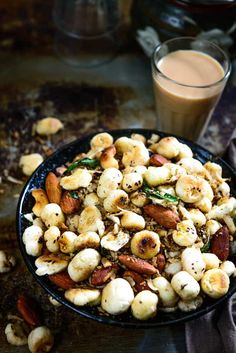 Makhana Namkeen is roasted in a mixture of spices and salt. It is a light snack that is easy to prepare, low on fat and high on nutrition. Healthy Indian Snacks, Indian Food Recipes, Vegetarian Recipes, Cooking Recipes, Healthy Recipes, Curry Recipes, Vegetarian Starters, Fast Recipes, Dinner Healthy
