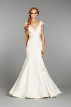 Jennifer Love Hewitt's Wedding Dress: YOU Decide What She Should Wear!