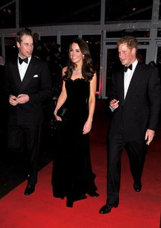 Kate Middleton Photos Photos - Prince William, Duke of Cambridge and Catherine, Duchess of Cambridge arrive at the Imperial War Museum for The Sun Military Awards. - William and Catherine at the Sun's Military Awards