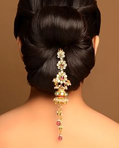 Lovely Up-do with Tasseled Jhumki Drop Jooda Pin by Bansri Joaillerie hair jewelry accessories Indian Bridal Hairstyles, Bride Hairstyles, Indiana, Diy Hair Accessories, Fashion Accessories, Good Hair Day, Hair Dos, Bun Hair, Hair Ornaments