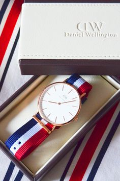 WATCH : Classic Cambridge by Daniel Wellington The Daniel Wellington watches are a expression of time, of style and of timeless e. Daniel Wellington Strap, Daniel Wellington Watch Women, Trendy Watches, Elegant Watches, Watches For Men, Women's Watches, Fashion Watches, Accessories, Clocks