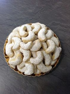 Uromas Vanillekipferl Source by annakomarow Related posts: Uromas Vanillekipferl Vanillekipferl Unsere besten Plätzchen-Rezepte und der Vanillekipferl-Trick! Homemade Christmas Cookie Recipes, Christmas Sugar Cookie Recipe, Vegan Christmas Cookies, Cookie Recipes For Kids, Gluten Free Cookie Recipes, Chocolate Cookie Recipes, Sugar Cookies Recipe, Christmas Recipes, Ree Drummond