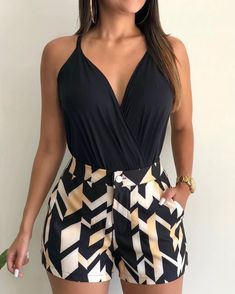 Swans Style is the top online fashion store for women. Shop sexy club dresses, jeans, shoes, bodysuits, skirts and more. Cute Casual Outfits, Short Outfits, Chic Outfits, Summer Outfits, Look Body, Look Con Short, Rock Chic, Online Fashion Stores, Outfit Goals