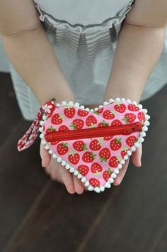 Adorable Pom Pom Heart Zippered Pouch Sewing Pattern
