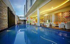 Jarang-jarang ada hotel budget yang mampu mengukuhkan diri sebagai salah satu hotel terbaik. Prestasi tersebut mampu dibukukan oleh Favehotel Kusumanegara, hotel bintang 2 yang terletak di Jalan Kusumanegara, Yogyakarta. Dengan tarif mulai dari Rp300.000-an per malam, pengunjung bisa menginap di hunian nyaman yang dilengkapi dengan kolam renang. Mau? Klik http://www.voucherhotel.com/indonesia/yogyakarta/420717-favehotel-kusumanegara-yogyakarta/