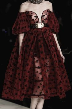 Pretty Outfits, Pretty Dresses, Beautiful Dresses, Cute Outfits, Look Fashion, Runway Fashion, High Fashion, Fashion Design, Paris Fashion