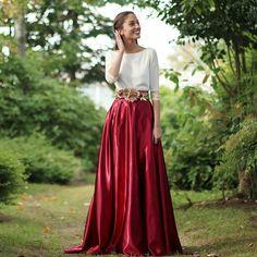 Falda Royal Granate confeccionada en raso granate para look de invitada perfecta - Aluèt