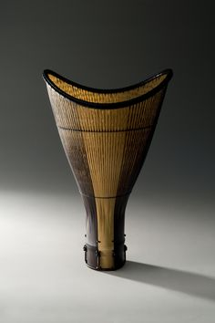 Vannerie – arte fac(to)tum Contemporary Baskets, Big Basket, Japanese Bamboo, Bamboo Crafts, Black Bamboo, Bamboo Basket, Sculptures, Arts And Crafts, Traditional