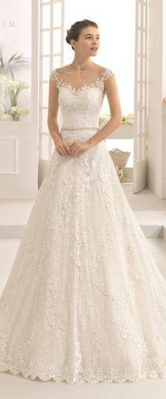 gefunden bei HAPPY BRAUTMODEN         Brautkleid Hochzeitskleid elegant edel spanisch Aire Barcelona AireBarcelona fließender Rock Spitze