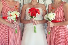 Love the red bouquet!