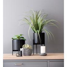 Nordisk stil med lunhet og funksjonalitet | Kremmerhuset Interior Decorating, Interior Ideas, Planter Pots, Sweet Home, Room Decor, Vase, Decorations, Interiors, Kitchen