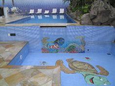 """Piscina adulto e infantil em mosaico """"Nemo & cia'"""