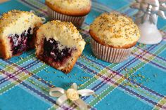 Andreea's Chinesefood blog: Cupcakes with lemon and blackberry - The recipe is in Romanian but can be translated to English (which is good, because after looking at the pics, I really wanted to try it)