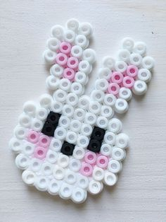 coole Ideen rund um Ostern Here are the best, most creative and coolest ideas around Easter: crafts, baking, decorating and giving – so the Spring Festival is even more beautiful! Hama Beads Design, Diy Perler Beads, Hama Beads Patterns, Perler Bead Art, Pearler Beads, Fuse Beads, Beading Patterns, Bead Crafts, Diy And Crafts