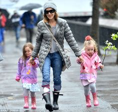 Sarah Jessica Parker wearing black Hunter wellies for a stroll in the spring rain.  http://www.countryattire.com/original-short-2010-blk.html