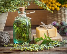 Ocet wrotyczowy i estragonowy - przepisy, właściwości i zastosowanie Table Decorations, Diet To Lose Weight, Health Tips, Four Thieves Vinegar, Small Yellow Flowers, Slug, Alcohol, Drink