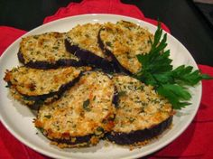 Oven Fried Eggplant.  Mmmmm, my mami makes this delicious way to eat eggplant. Berenjena a la milanesa.