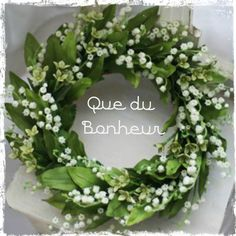 Wreaths lily of the valley // couronne de muguet Deco Floral, Arte Floral, Wreaths And Garlands, Door Wreaths, White Flowers, Beautiful Flowers, Simply Beautiful, Arreglos Ikebana, Corona Floral