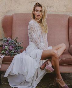 Delicadeza, fuerza y personalidad  I M M A C L É B A R C E L O N A Reserva tu cita en 672691985 Esencia Immaclé 💓  #immaclenovias #bodas #hautecouture #barcelona #novias #instawedding  #hippie #madrid #nyfw  #couture  #gown #bridal  #september  #white #dress #altacostura #pink #velvet  #legs  #vestidosdenovia  #dreams  #weddingdress #bohemian  #milenialbrides #romantic #bohovibes  #spring  #feelfree…
