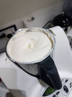 Crema per tiramisù Bimby – dose da 1 kg3.9 (77.06%) 34 votes La bontà del tiramisù sta tutto nella crema! Per farlo bello ricco ecco la ricetta di Mariagrazia R…buon appetito! Stampa Crema per tiramisù Bimby - dose da 1 kg Rating 4.3 from 3 reviews Ingredienti 3 uova 6 cucchiai di zucchero semolato 500... Continua a leggere