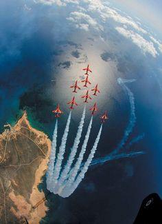 【画像】英空軍『レッドアローズ』のアクロバット飛行がハンパじゃなくカッコイイ件 | IRORIO(イロリオ) - 海外ニュース・国内ニュースで井戸端会議