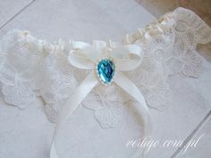 cream color garter, source: http://www.vertigo.com.pl/projekty/podwiazki/#prettyphoto[gallery]/1/