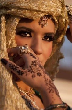 Beduin bride with henna tatoo